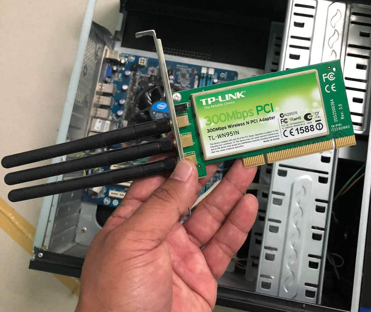 Installing a PCIe wireless adapter